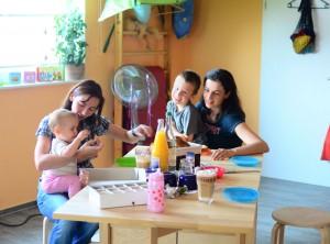 Eltern und Kinder treffen zusammen