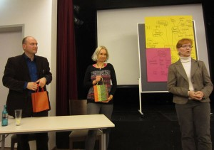 Herr Kunkel und Frau Wegner, die ReferentInnen und Frau Huelsz-Träger vom Familientisch