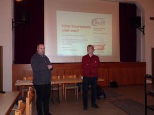 Walter Lang und Medienpädagoge Lothar Zumbrägl
